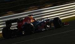 Sebastian_Vettel-F1_GP_Japan_2012-R-03