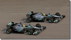 Hamilton_and_Rosberg-F1_GP_Malaysia_2013-Race_Action