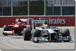 Lewis_Hamilton-racing-Fernando_Alonso