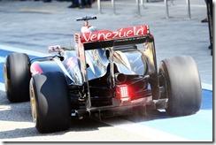 Lotus_E22-Asymetrical_exhaust