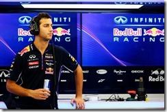 Daniel_Ricciardo-RBR-Garage