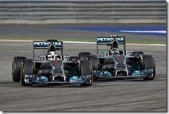 Lewis_Hamilton-and-Nico_Rosberg-Bahrain-2014-Racing