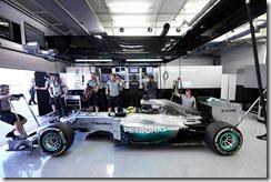 Mercedes_GP-Garage-Bahrain-2014-Tests