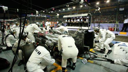 McLaren-PitStop-Singapore_GP-2014.jpg