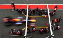 Sebastian_Vettel_Barcelona-Pits