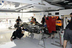 HRT_F1_Team-Garage-Bahrain