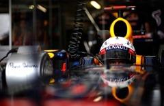 Sebastian_Vettel-RBR-Garage_EuropeanGP