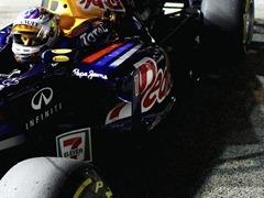 Sebastian_Vettel-F1_GP_Singapore_2011-R-02