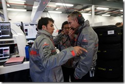 Sergio Perez talks with Martin Whitmarsh in the garage