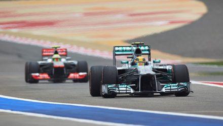 Lewis_Hamilton-F1_GP-Bahrain_2013-01.jpg