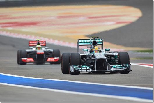 Lewis_Hamilton-F1_GP-Bahrain_2013-01