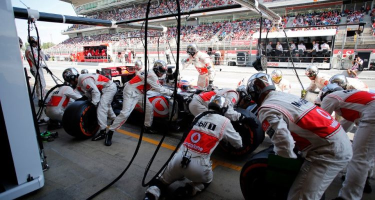 Jenson_Button_Spain_2013_PitStop.jpg