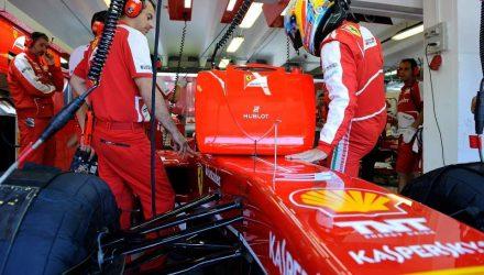 Fernando_Alonso-Hungarian_GP-Garage.jpg