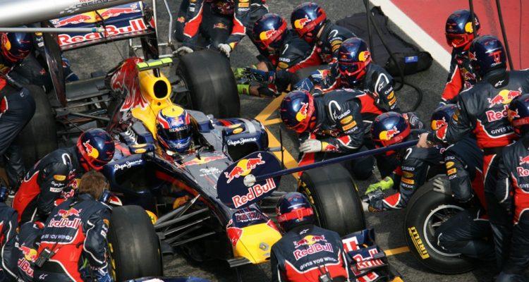 Red_Bull-PitCrew-Mark_Webber.jpg