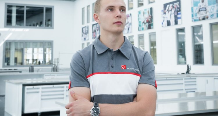 Sergey_Sirotkin-Sauber_Visit.jpg