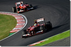 Felipe_Massa-leadind_Fernando_Alonso-Japanese_GP