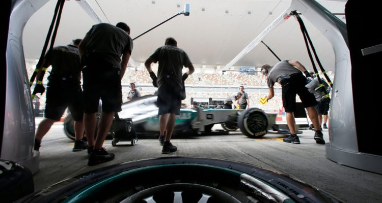 Mercedes_GP-PitStop-Indian_GP-Pirelli_Tyres.jpg