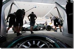 Mercedes_GP-PitStop-Indian_GP-Pirelli_Tyres