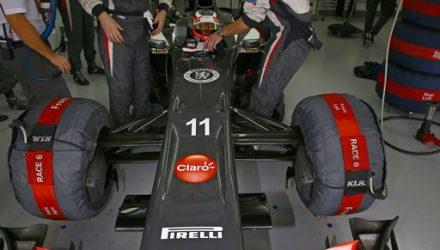 Nico_Hulkenberg-Sauber_F1_Team_Garage.jpg