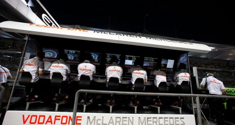 Vodafone-McLaren-Mercedes-PitWall-Abu-Dhabi.jpg