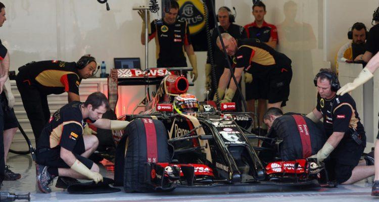 Pastor_Maldonado-Lotus_E22-Bahrain.jpg