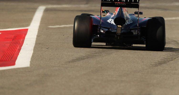 Red_Bull-RB10-Bahrain.jpg