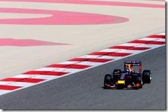 Sebastian_Vettel-Bahrain_tests-T02