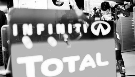 Daniel_Ricciardo-Australian-GP-2014-Red_Bull-Garage.jpg