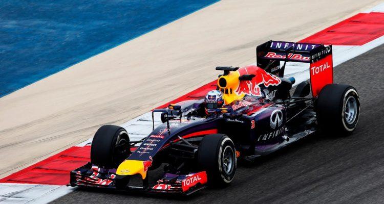 Daniel_Ricciardo-RB10-Bahrain.jpg