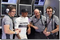 Lewis_Hamilton-Bahrain_tests-S03