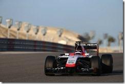 Max_Chilton-Marrusia-Bahrain_tests