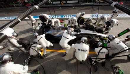 McLaren-PitStop-Australian_GP-2014.jpg