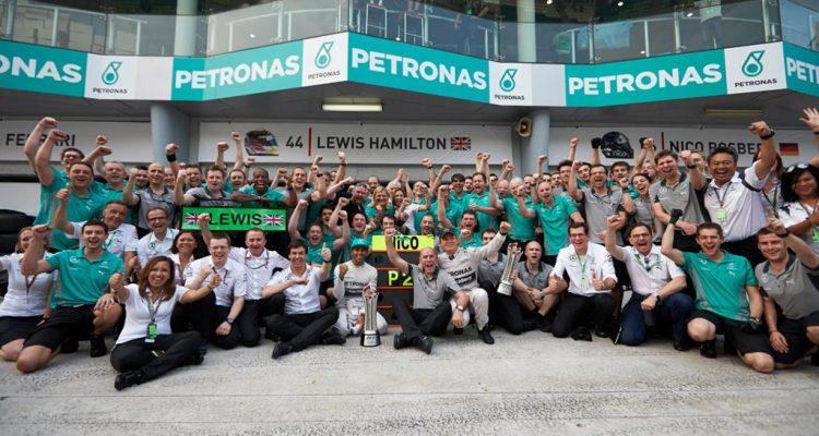Mercedes_GP-Team-Malaysian_GP-2014.jpg