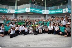 Mercedes_GP-Team-Malaysian_GP-2014