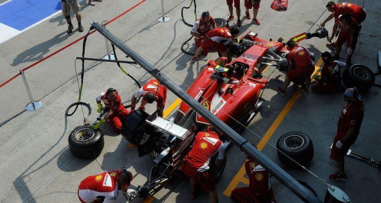 Scuderia_Ferrari-Malaysia-2014.jpg
