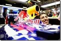 Daniel_Ricciard-Chinese_GP-2014-F02