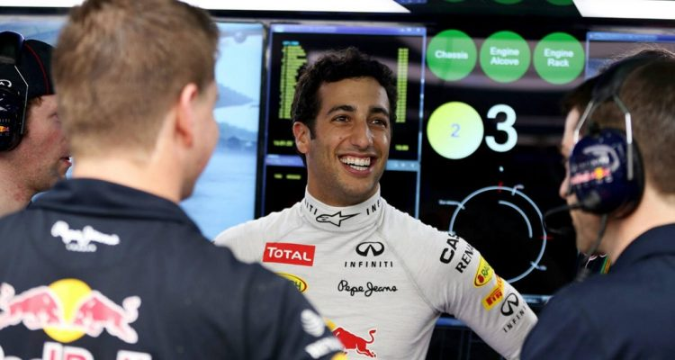 Daniel_Ricciardo-Red_Bull_Garage-Malaysia.jpg