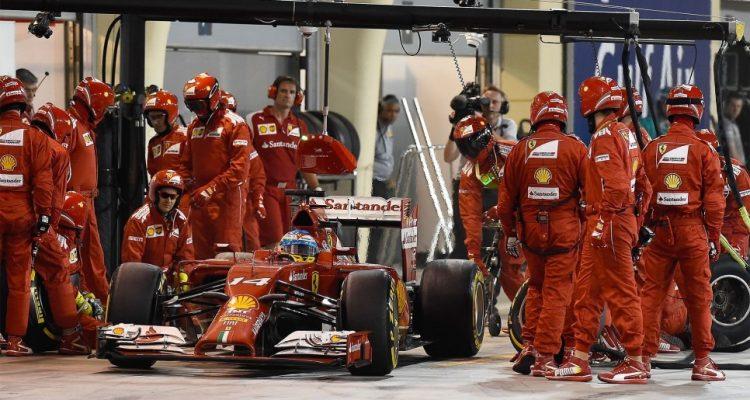 Fernando_Alonso-Bahrain-2014-PitStop.jpg