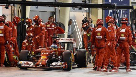 Fernando_Alonso-Bahrain_2014-PitStop.jpg