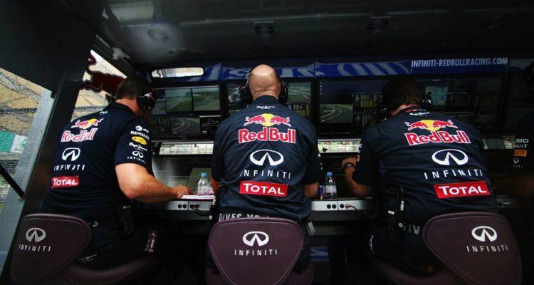 Red_Bull_Racing-PitWall.jpg