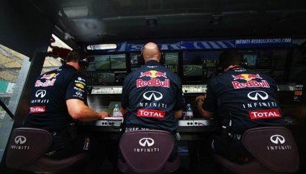 Red_Bull_Racing-Pitwall-Malaysia-2014.jpg