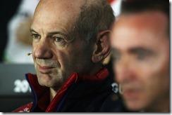 Adrian_Newey-Bahrain_GP-2014-RBR