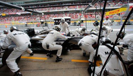 McLaren-PitStop-Spanish_GP-2014.jpg