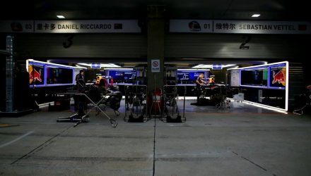 Red_Bull_Racing-Garage-Chinese_GP-2014.jpg