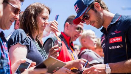 Jean-Eric-Vergne-Signing_Autographs_on-Champs-Elysees.jpg