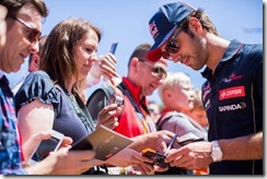 Jean-Eric-Vergne-Signing_Autographs_on Champs-Elysees