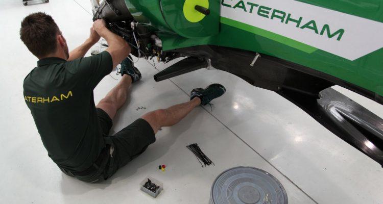 Caterham_F1_Team-Garage-British_GP-2014.jpg