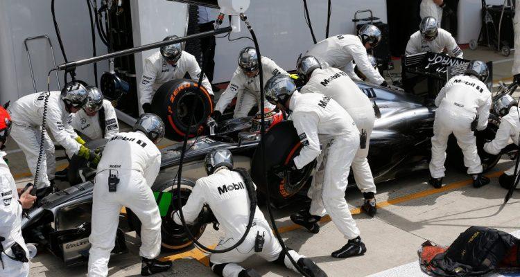 McLaren-PitStop-British_GP-2014.jpg