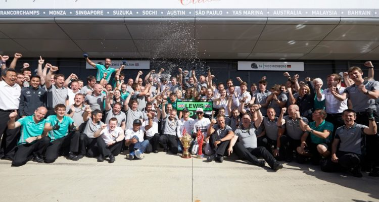 Mercedes-Celebrations-British_GP-2014.jpg
