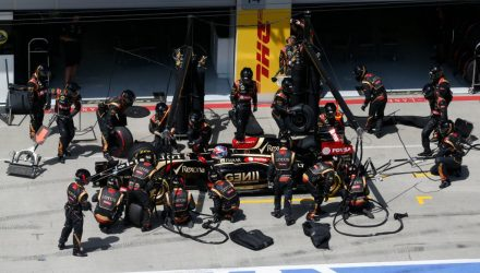 Romain_Gorsjean-Lotus-PitStop-Austrian_GP-2014.jpg